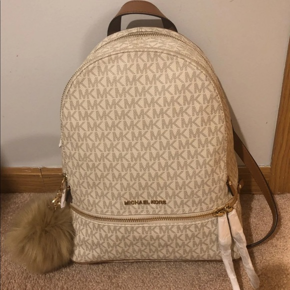 fade3d6acca3 Michael Kors medium Rhea Backpack. M 5c5e25eba31c3360cade78b1